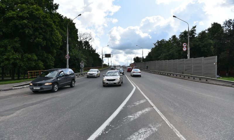 Мэрия из-за ямы на Октябрьском мосту заплатит жительнице Ярославля 74 тысячи