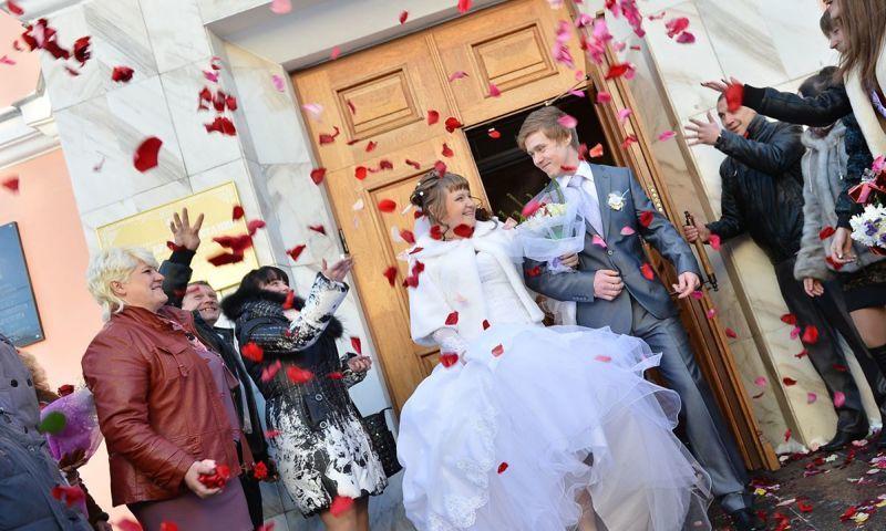 ЗАГСы в Ярославской области приостановили прием заявлений на регистрацию и расторжение браков