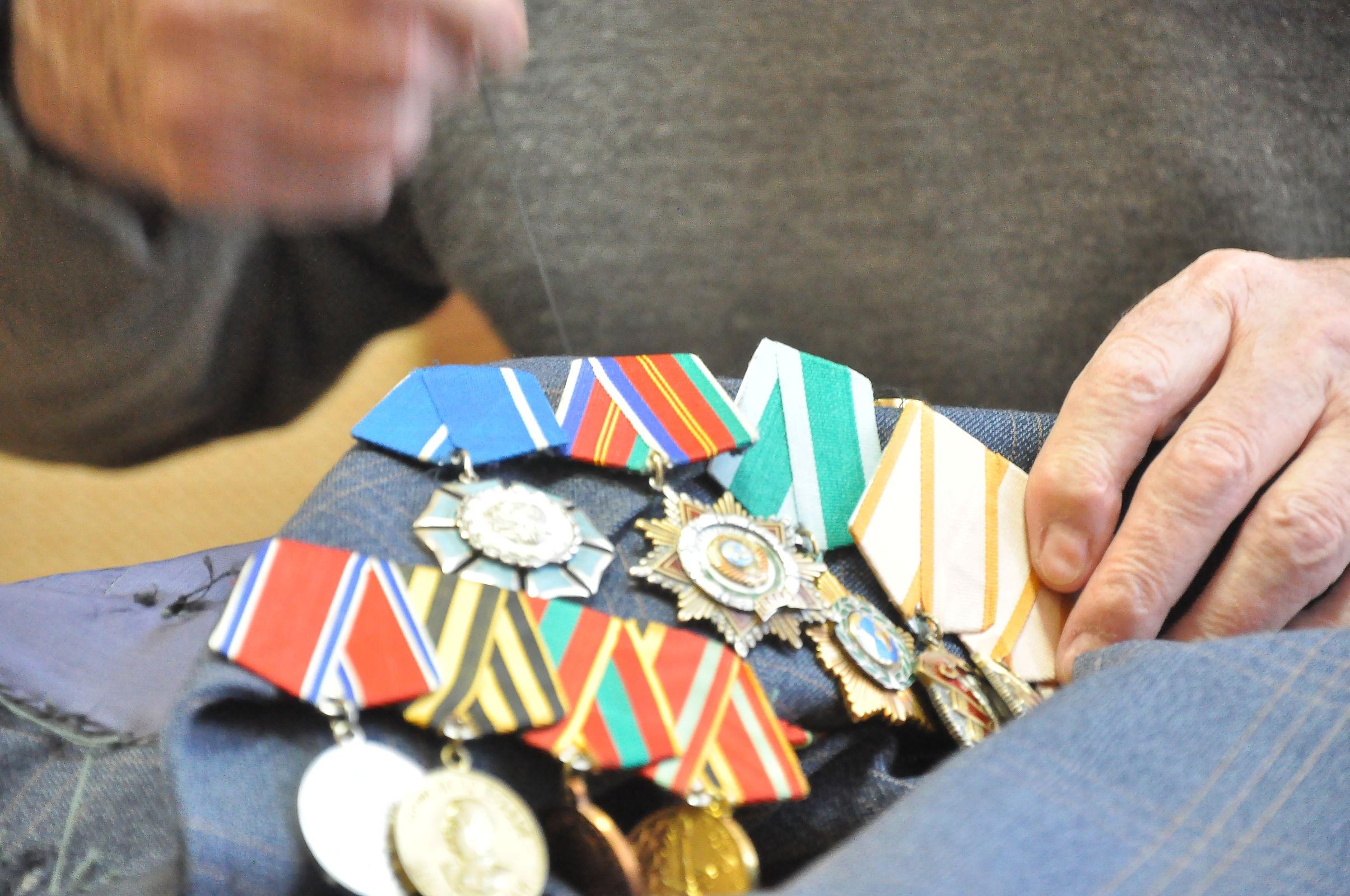 В Рыбинске у 79-летнего пенсионера украли медали, деньги и часы