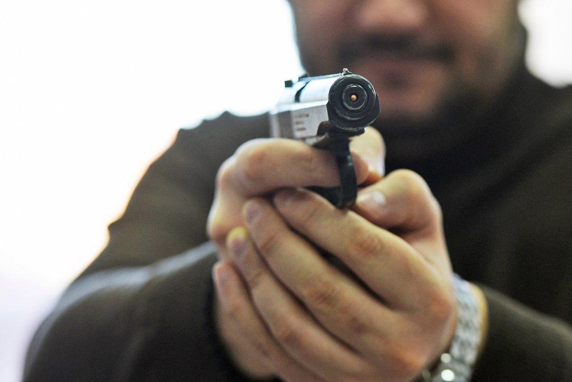 Ярославской семье из-за шумных детей сосед угрожал пистолетом