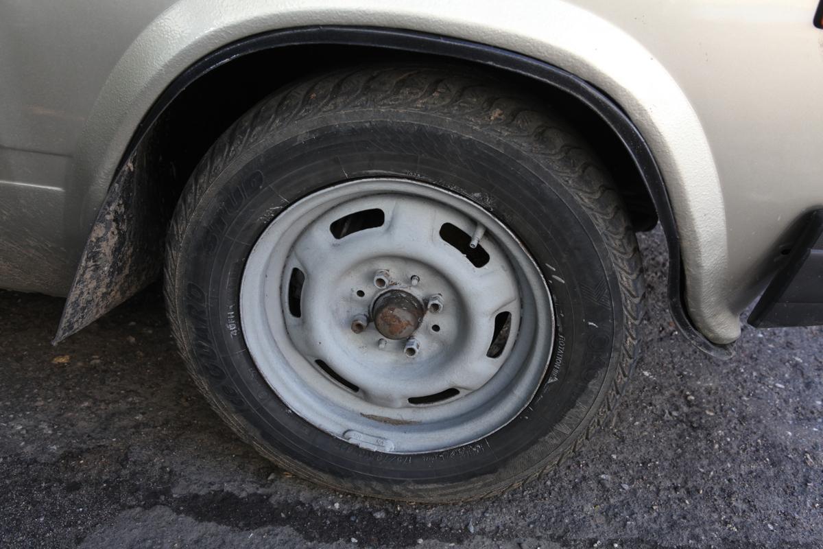 Ярославна угнала неисправный автомобиль, прикрепив к нему трос