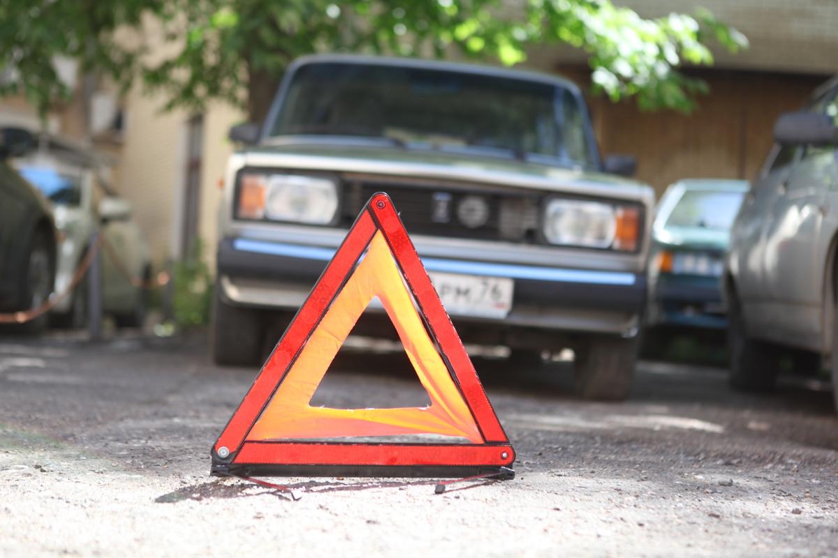 В Ярославской области мужчина угнал машину и попал в ДТП