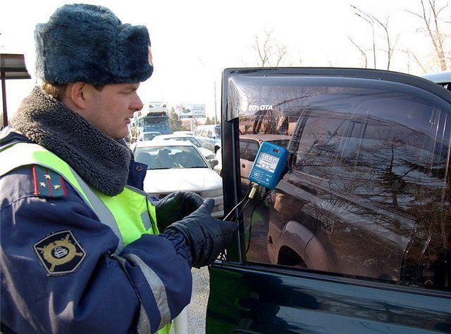 В Ярославле полицейские задержали пьяного коллегу за рулем