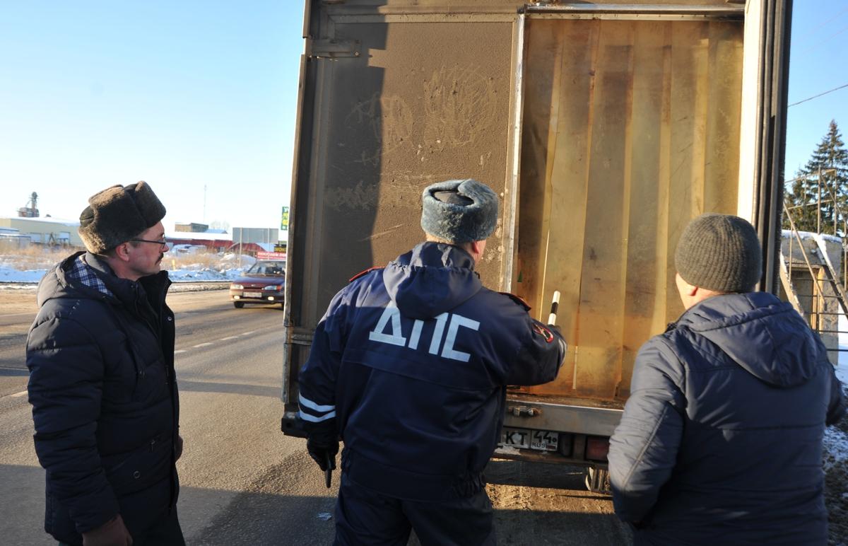В Ярославской области люди в форме останавливают междугородные автобусы: что происходит