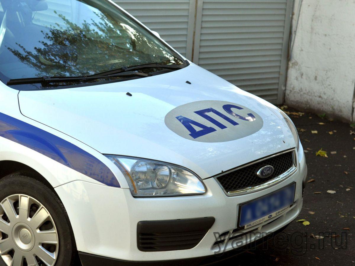 На улице Труфанова в Ярославле «Тойота» сбила мотоциклиста без прав