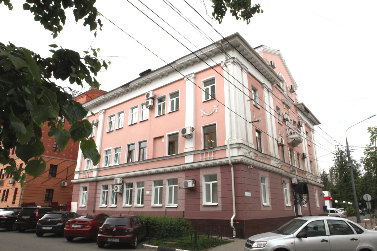 Cажали на цепь в будку. В Ярославской области осудят родителей за жестокое обращение с сыном