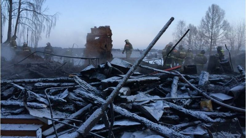 При пожаре в Песочном погибли мужчина и четверо детей