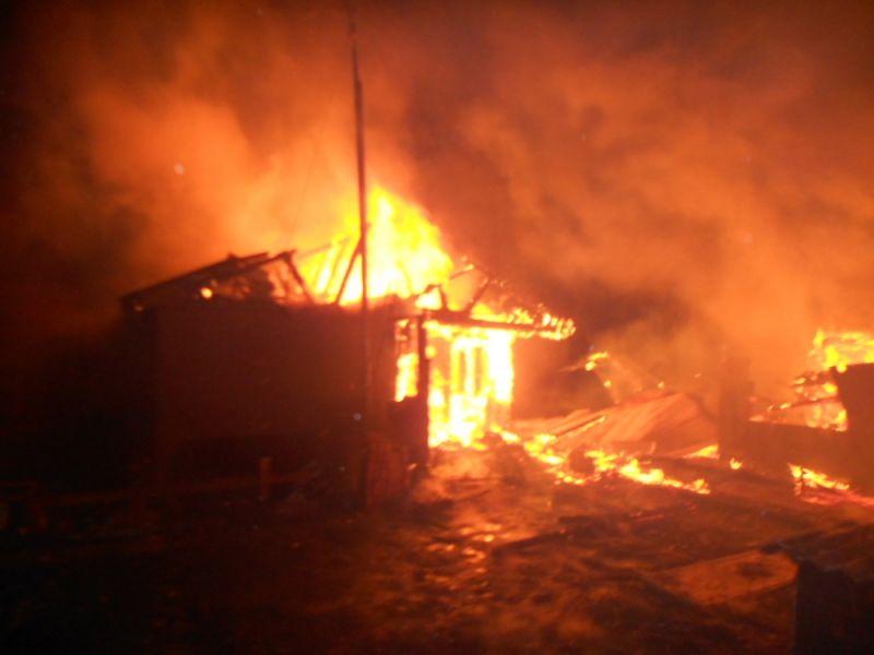 Двое пьяных мужчин из мести подожгли дом в Ярославской области