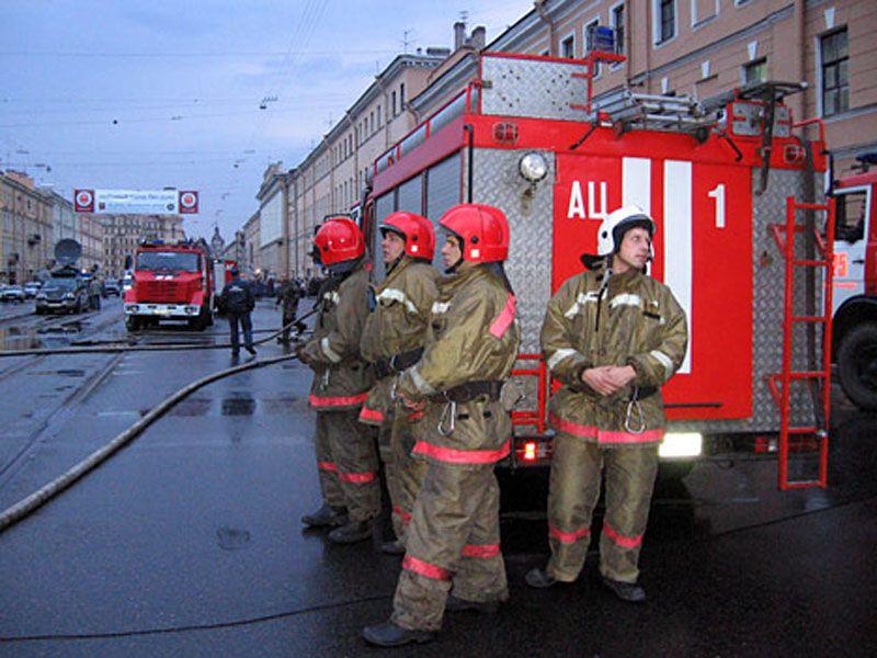В больницу с грудничком на пожарной машине: медики, спасатели и полиция рассказали об опасностях в Новый год