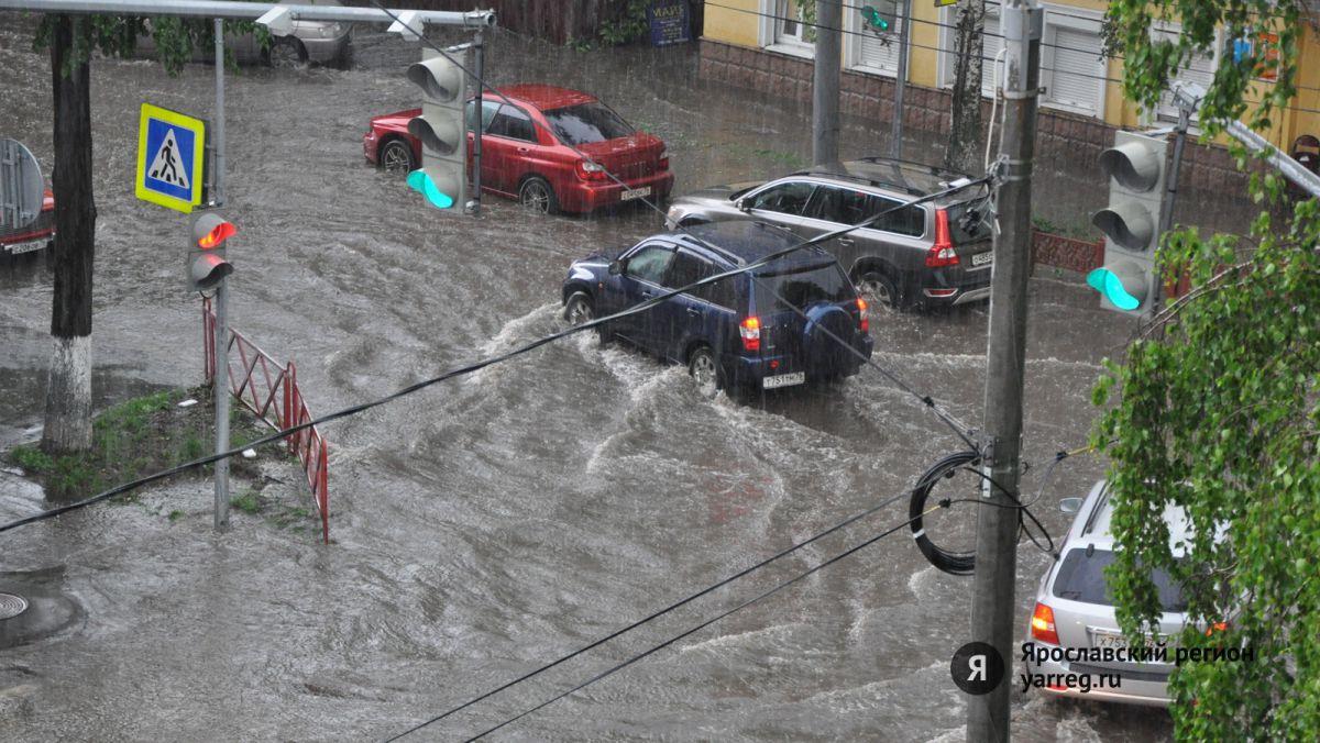 ФОТО: В Ярославле дождем залило центральные улицы
