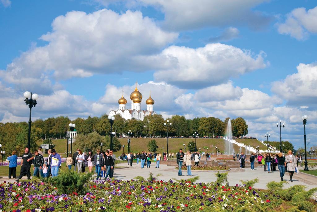 В Ярославле вандалы разгромили Волжскую набережную