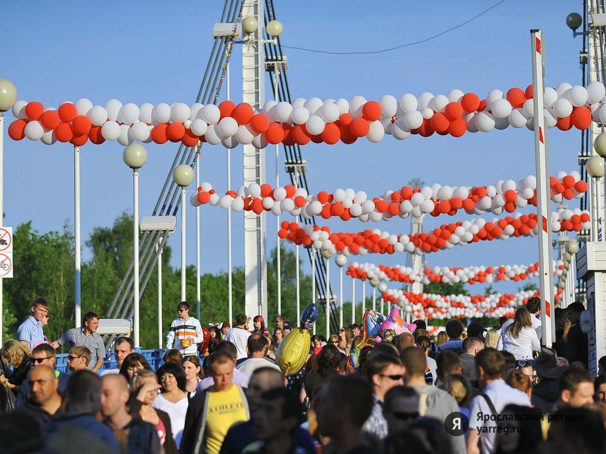Выступления парашютистов, концерт «Градусов» и фейерверк: программа Дня России
