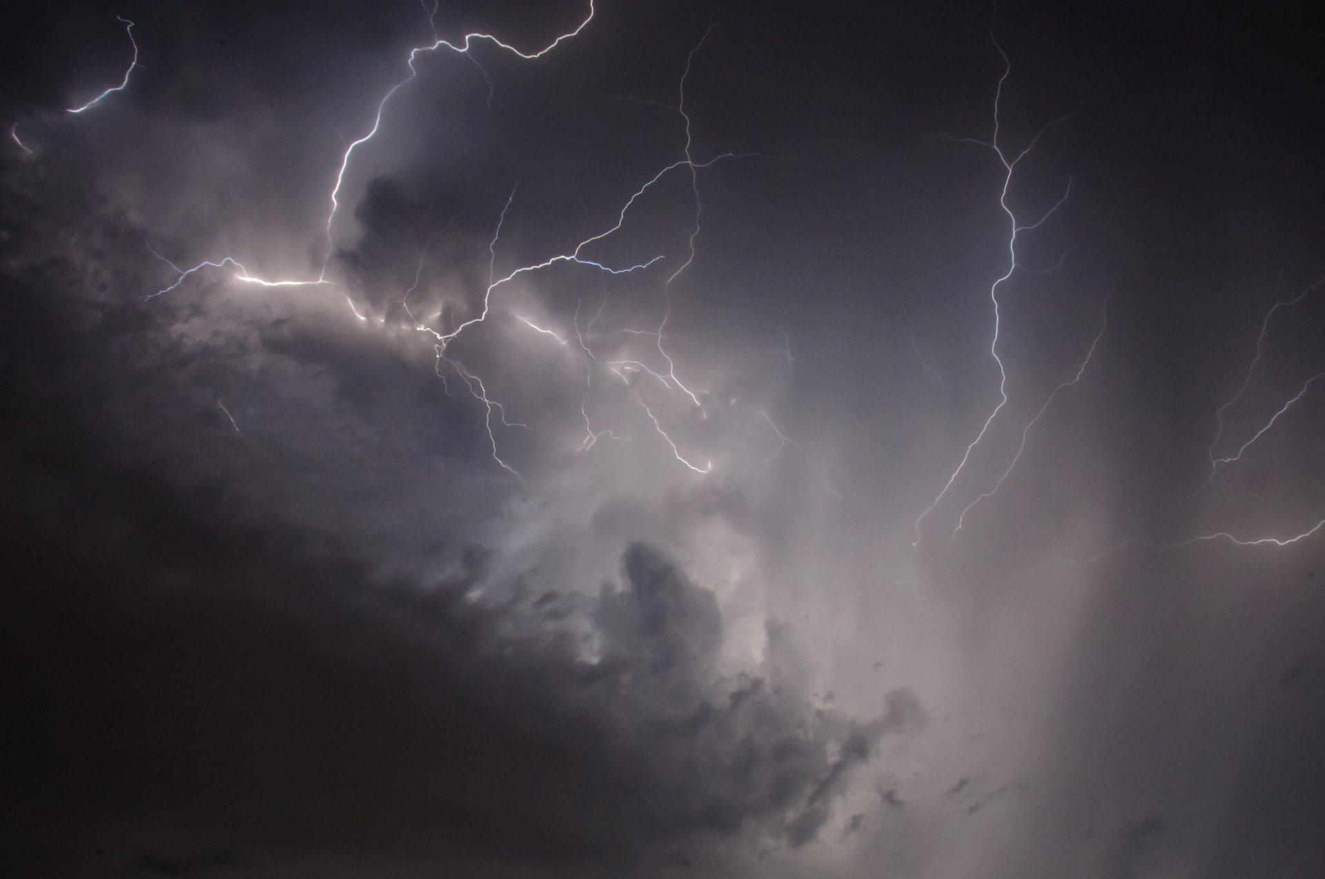 МЧС по Ярославской области опубликовало предупреждение о грозе и сильном ветре