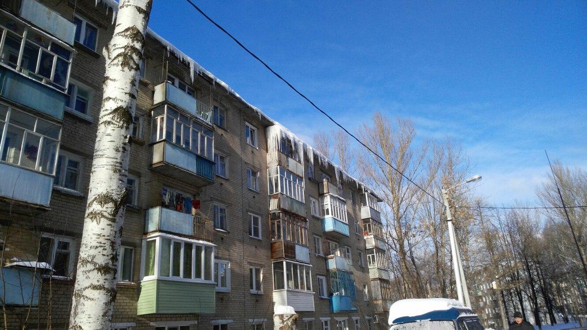 Четыре жителя Ярославской области получили травмы из-за падения сосулек