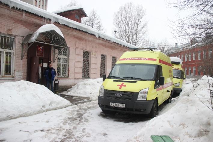 В Ярославской области на трассе М8 автомобиль врезался в фонарный столб