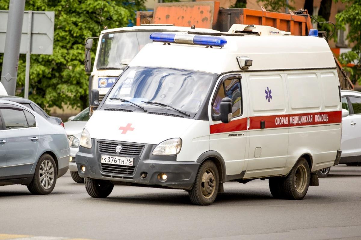 В Ярославле маршрутка столкнулась с иномаркой: пострадала женщина