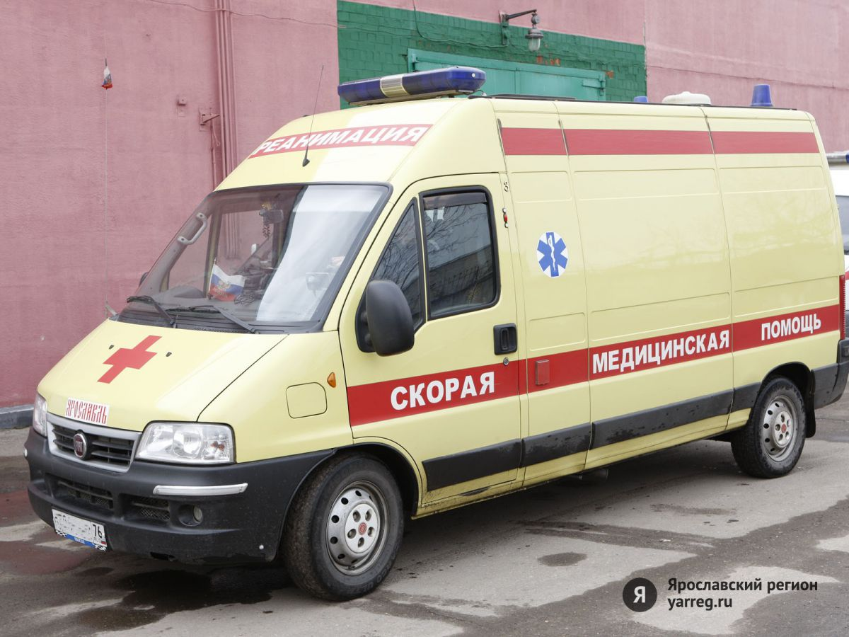 В Ярославской области пешехода переехали две иномарки: мужчина погиб