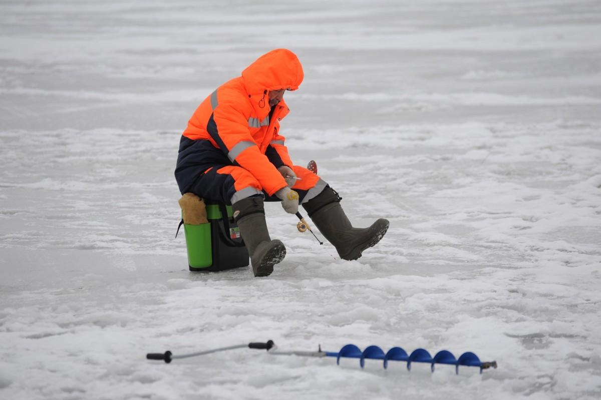 В Рыбинске спасли провалившегося под лед рыбака