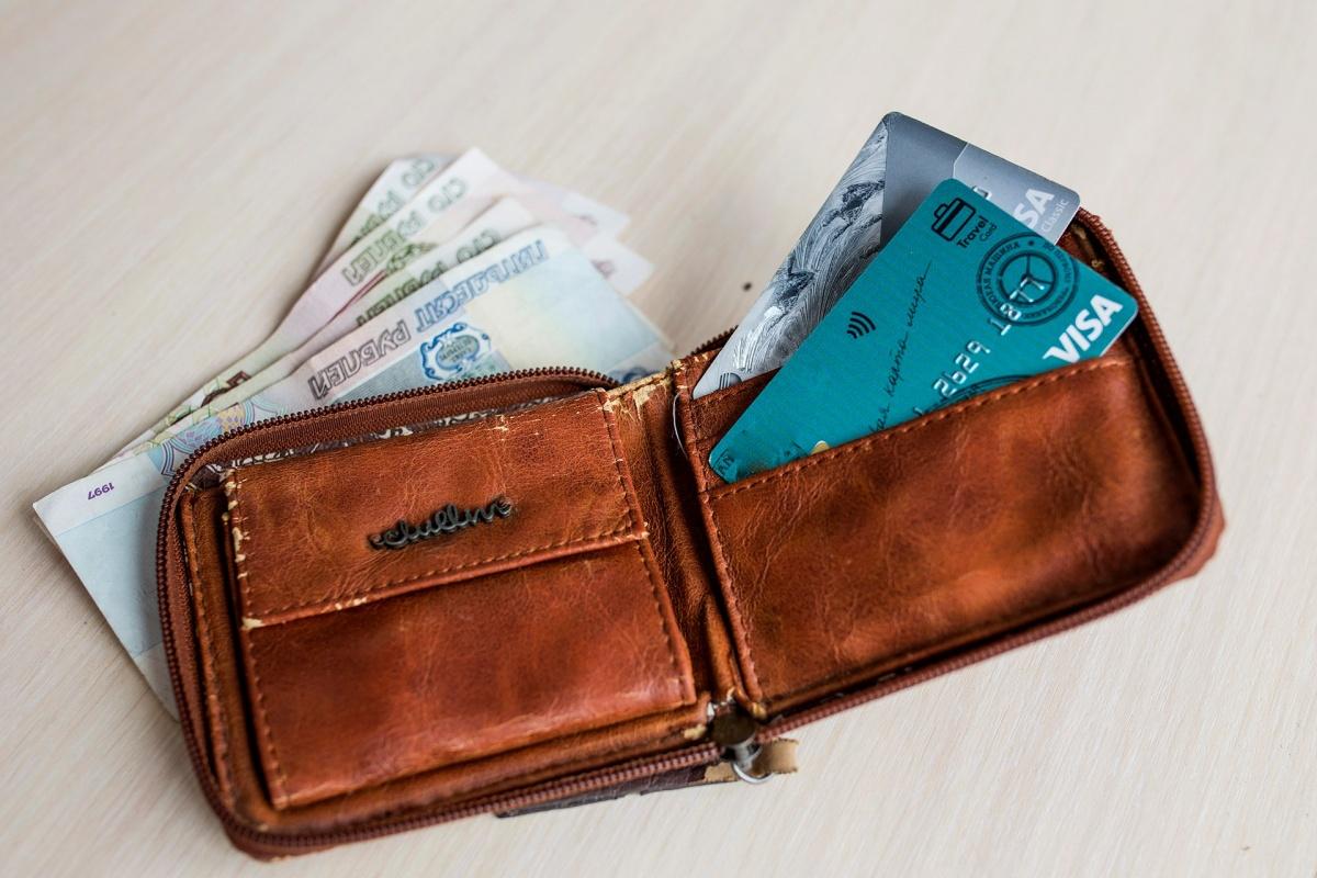 Житель Ярославской области выплатил более ста тысяч рублей долгов, чтобы улететь за границу