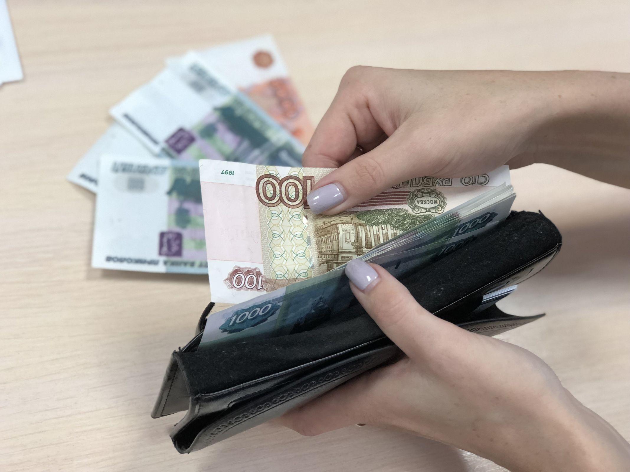 Тратил на себя: директор ярославской фирмы больше года не выдавал зарплату сотрудникам