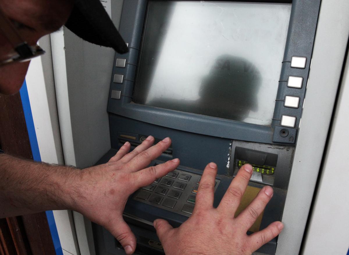 Рыбинец пообщался с мошенниками и лишился 99 тысяч рублей