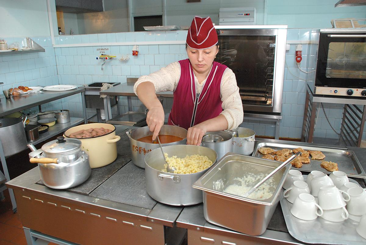 Прокуратура добилась увеличения перемен в школе за Волгой, чтобы ученики успевали поесть
