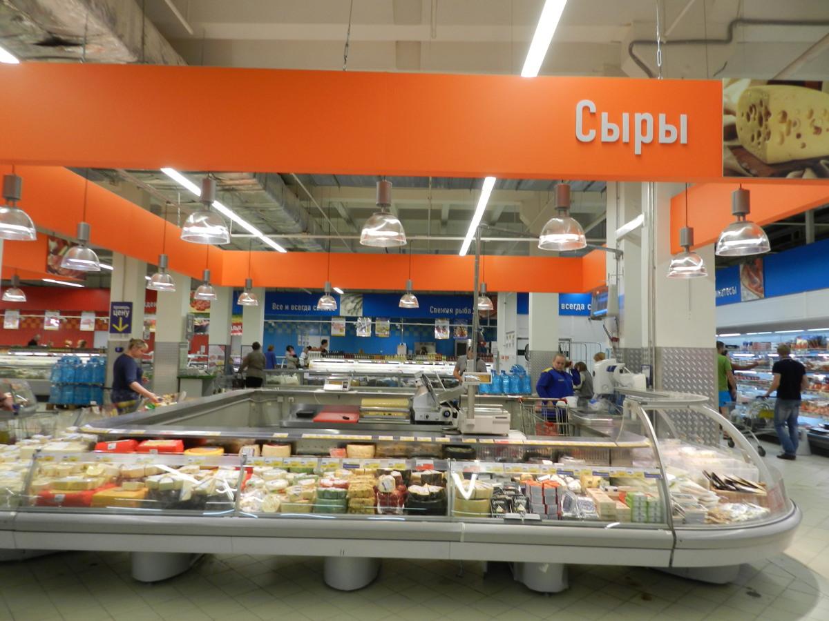 Воришка-гурман похитил на рынке в Ярославле вина и сыра на 17 тысяч рублей