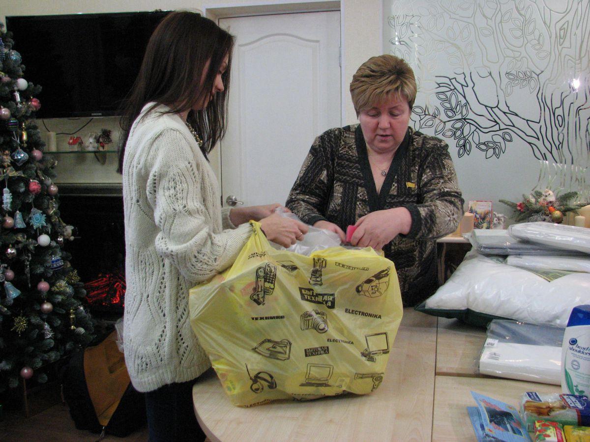 Для пострадавших при пожаре в Песочном собрали посылки с гуманитарной помощью