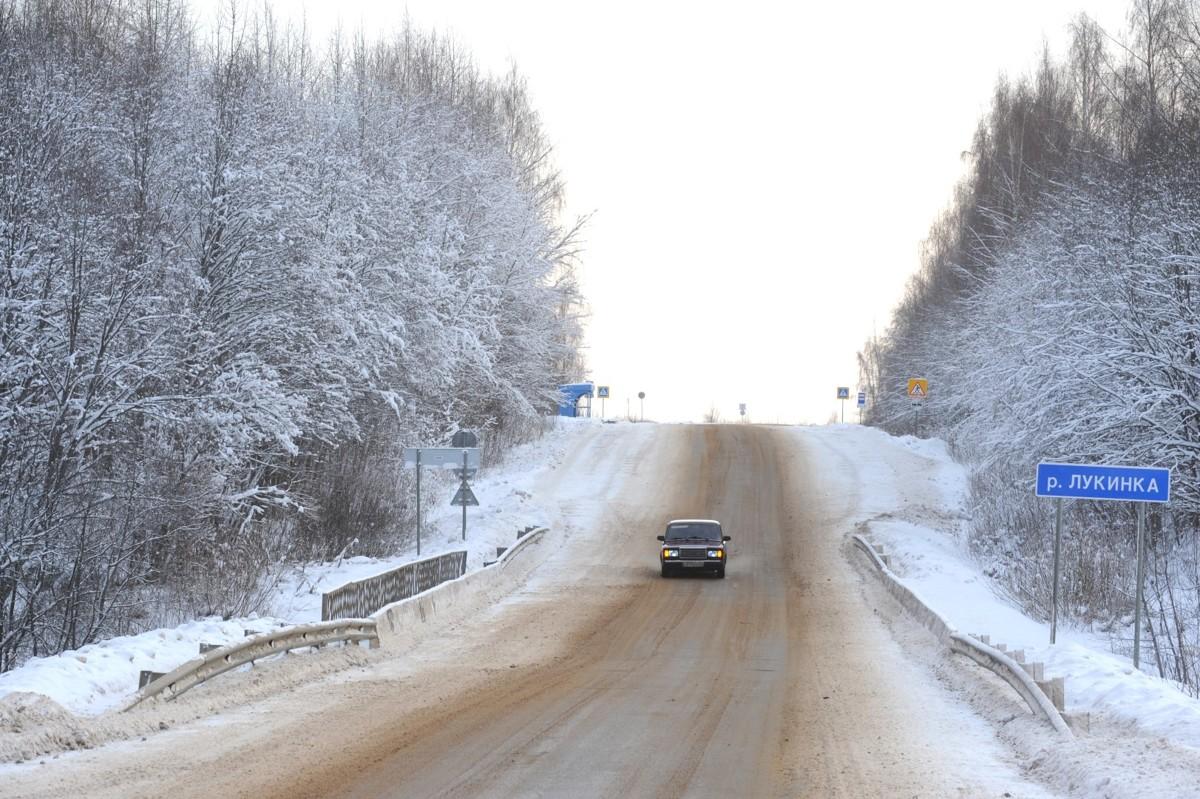 В ГИБДД назвали наиболее опасные участки дорог в Ярославской области во время снегопада и наледи