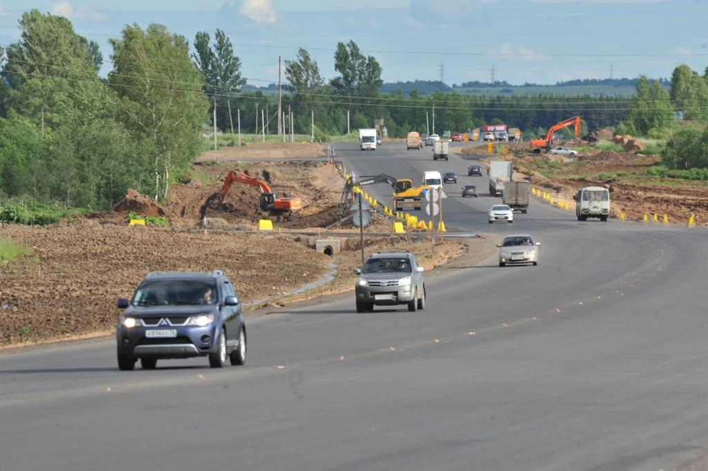 32 дороги и десять светофоров в Ярославской области ремонтировали по нацпроекту в этом году