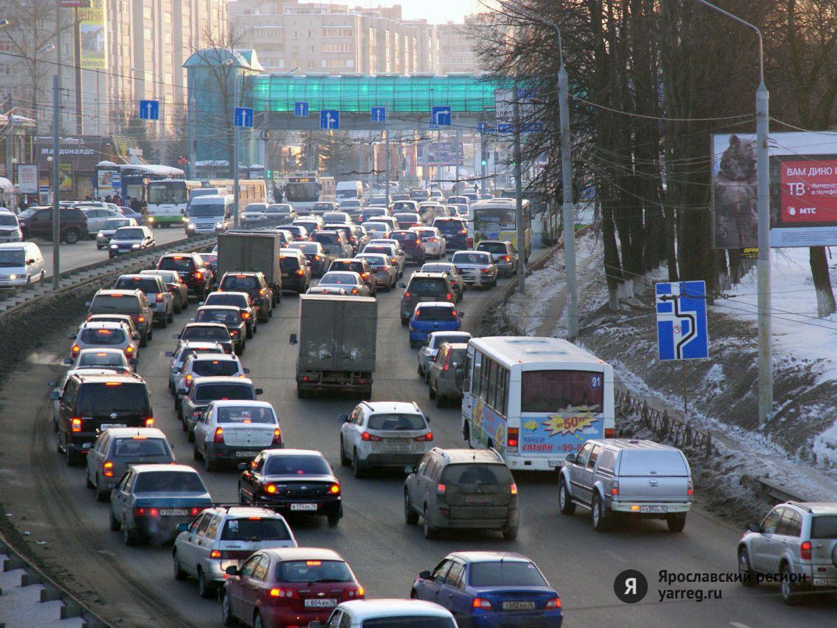Ярославские дорожники продолжают демонтаж незаконных рекламных конструкций