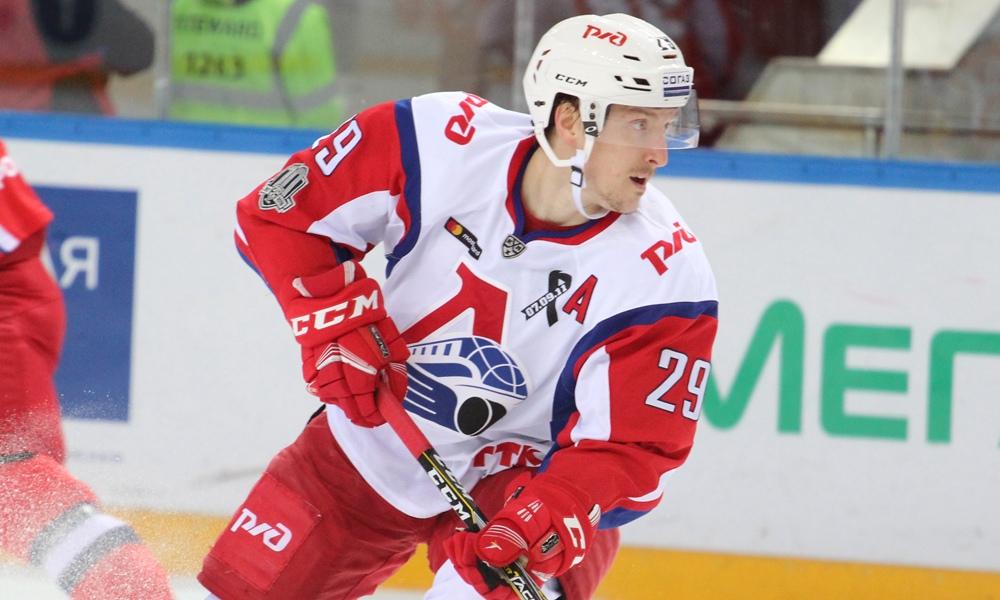 «Локомотив» продлил контракт с нападающим Егором Авериным