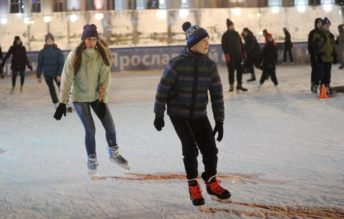 Ярославский уличный каток на Советской площади вновь открылся