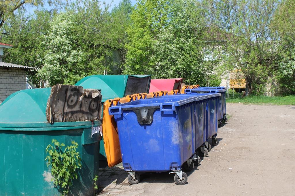 В Ярославском районе началось совершенствование системы сбора и вывоза мусора