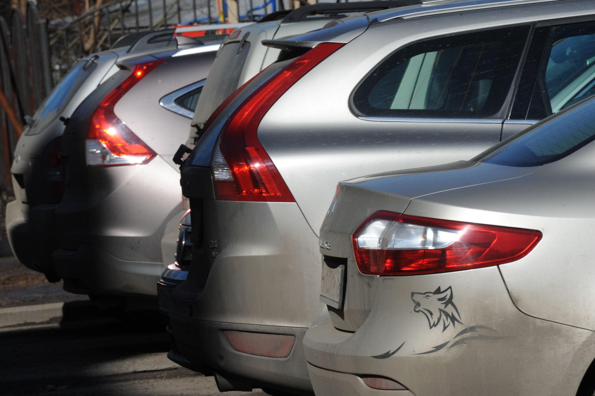 Реформа отложена: автомобильные номера до конца года будут выдавать в ГИБДД