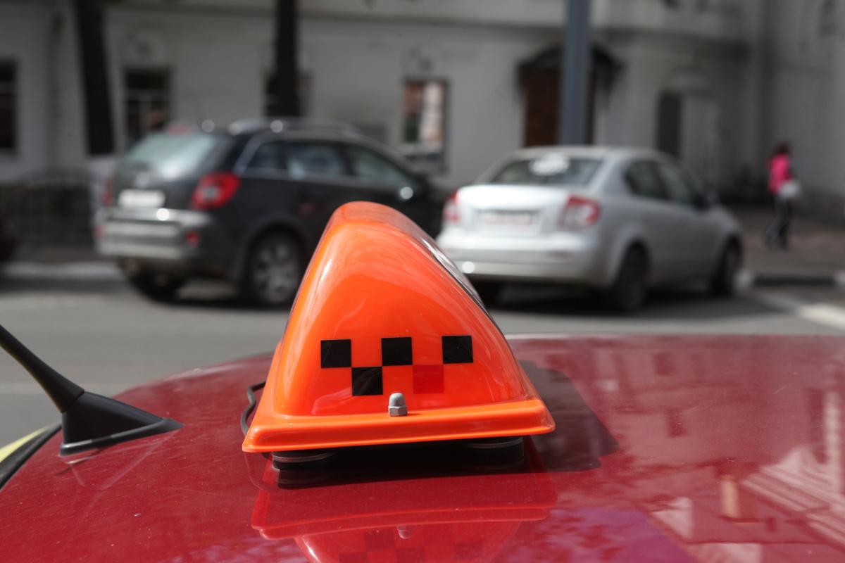 Пьяный житель Ярославской области поехал на угнанном такси в магазин и попал в ДТП