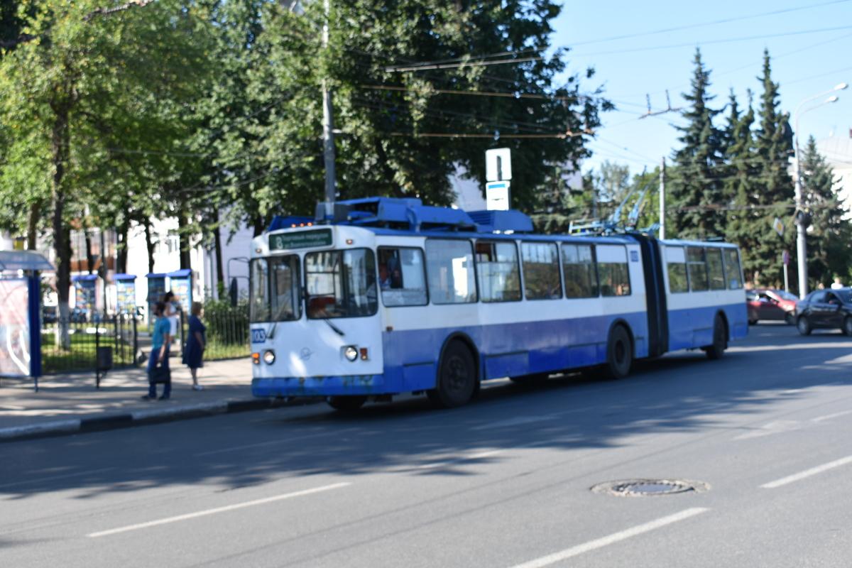 Водителям троллейбусов и трамваев в Ярославле подняли зарплату