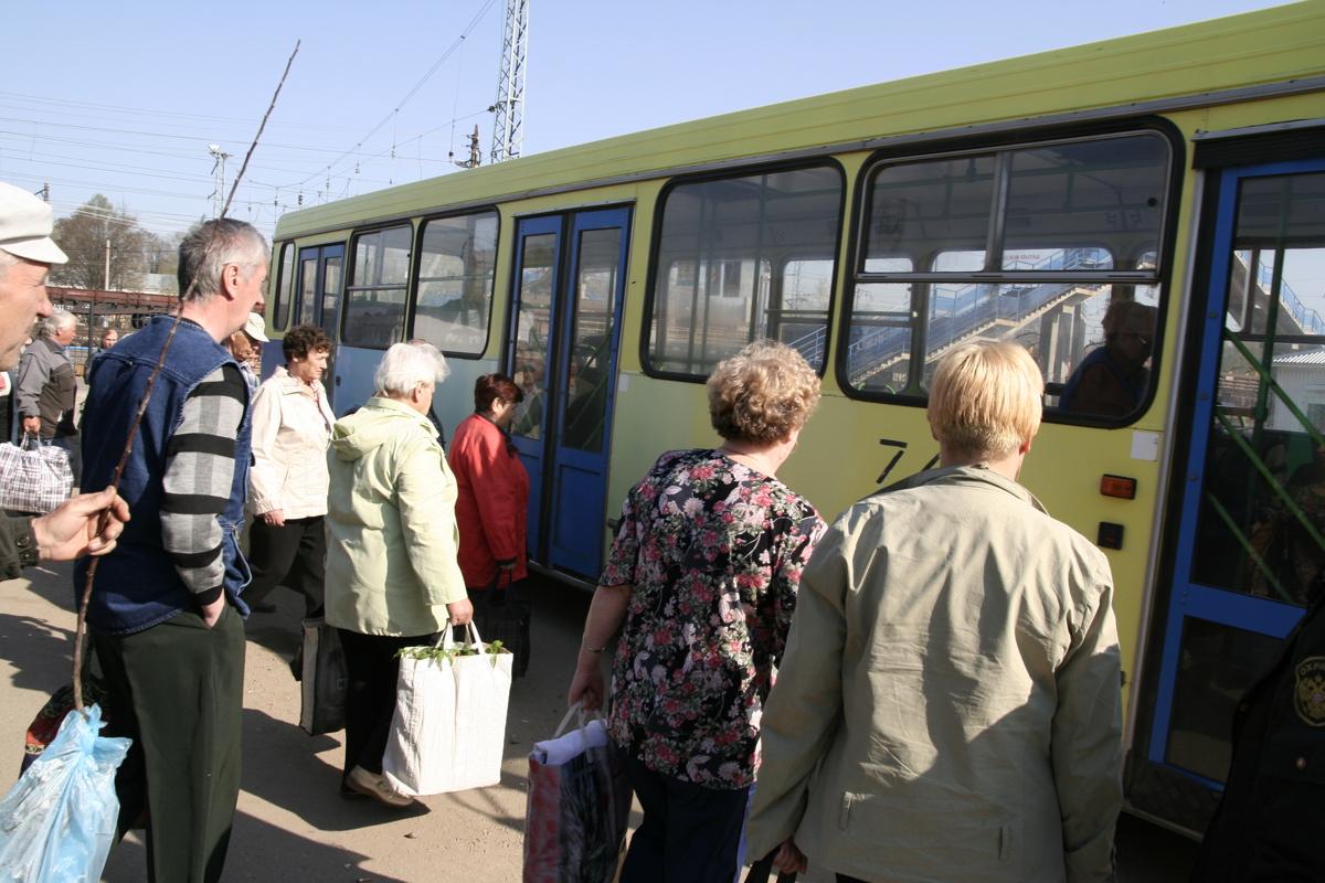 Жители поселка Борок получили возможность добираться до Нового Некоуза без пересадки