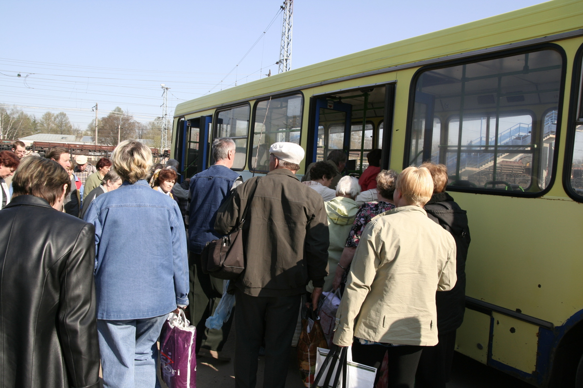 Дачники в Ярославском районе столкнулись с транспортными проблемами
