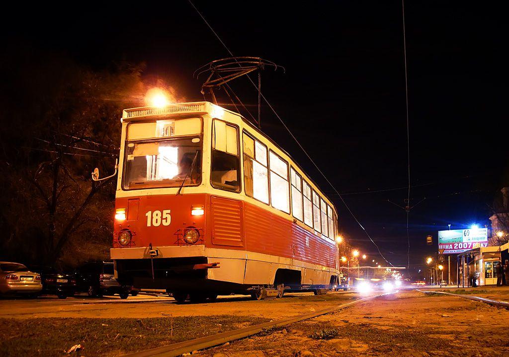 В Ярославле разыскивают пожилую женщину, чтобы вернуть ей забытый в трамвае кошелек с деньгами