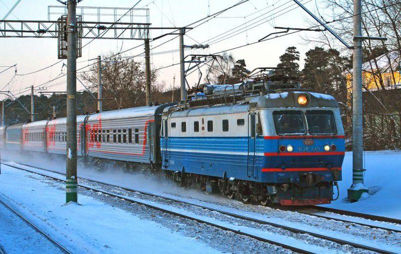 Авария при расчистке снега остановила пассажирские поезда