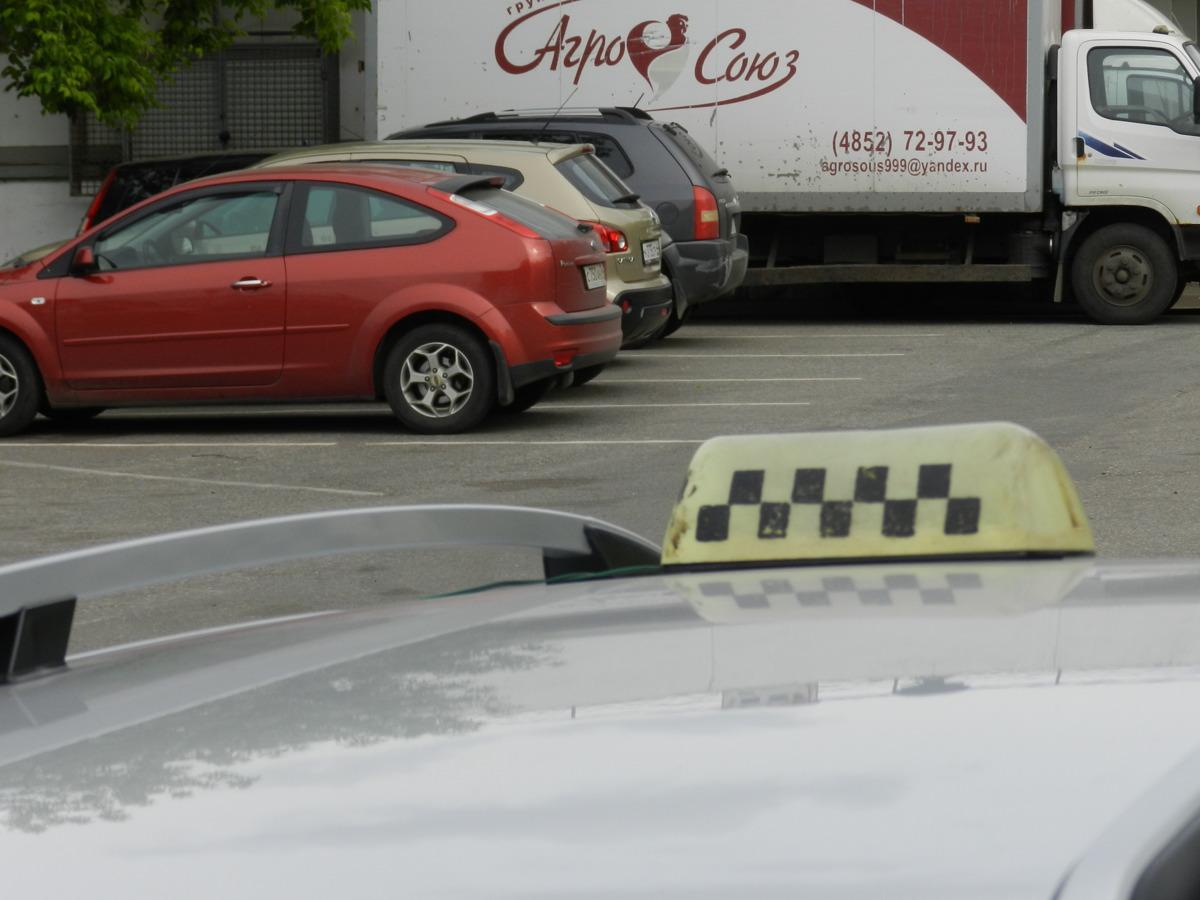 В Ярославле таксист украл у пассажира 580 тысяч рублей